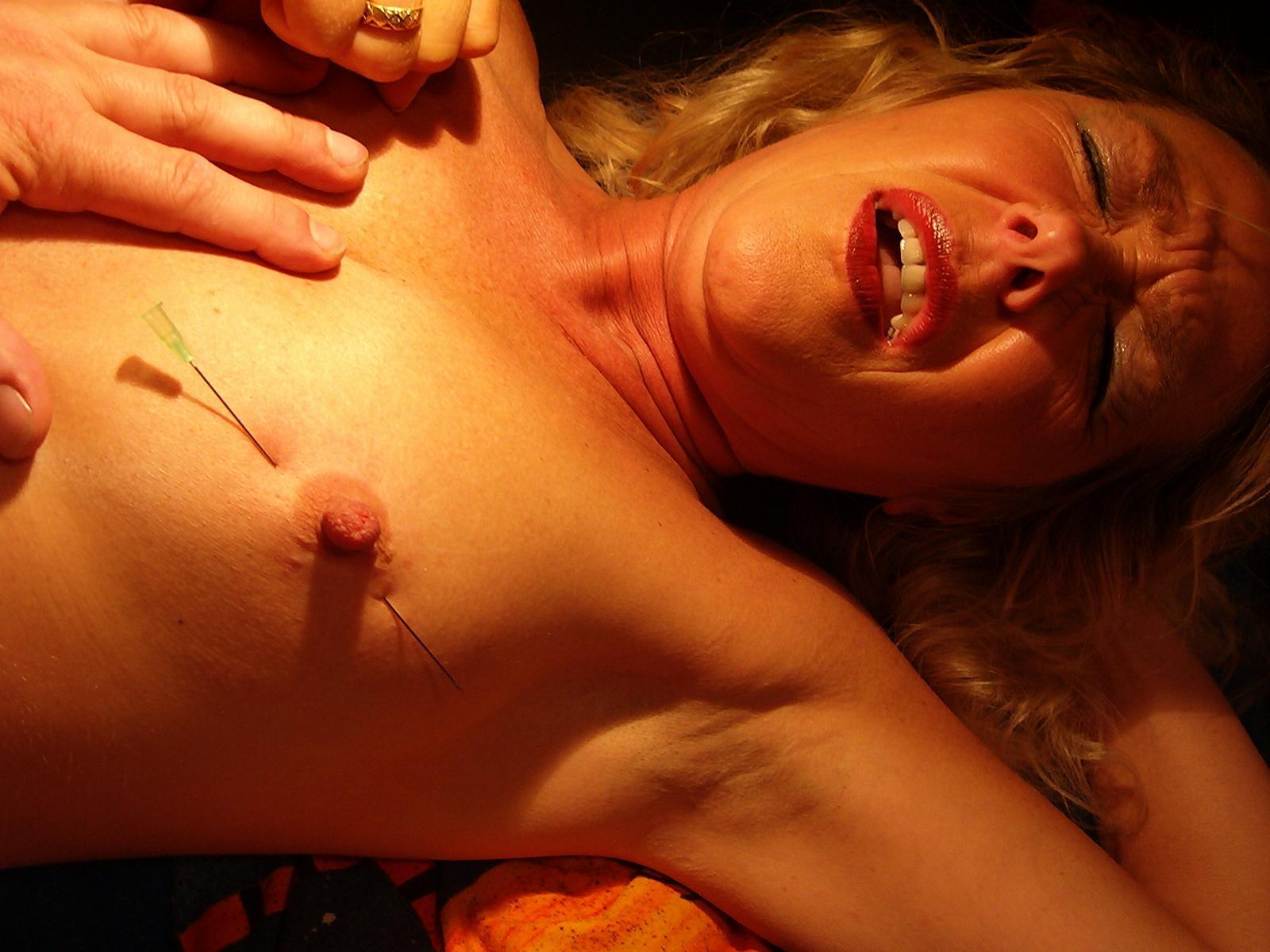 Torture needle vid tit
