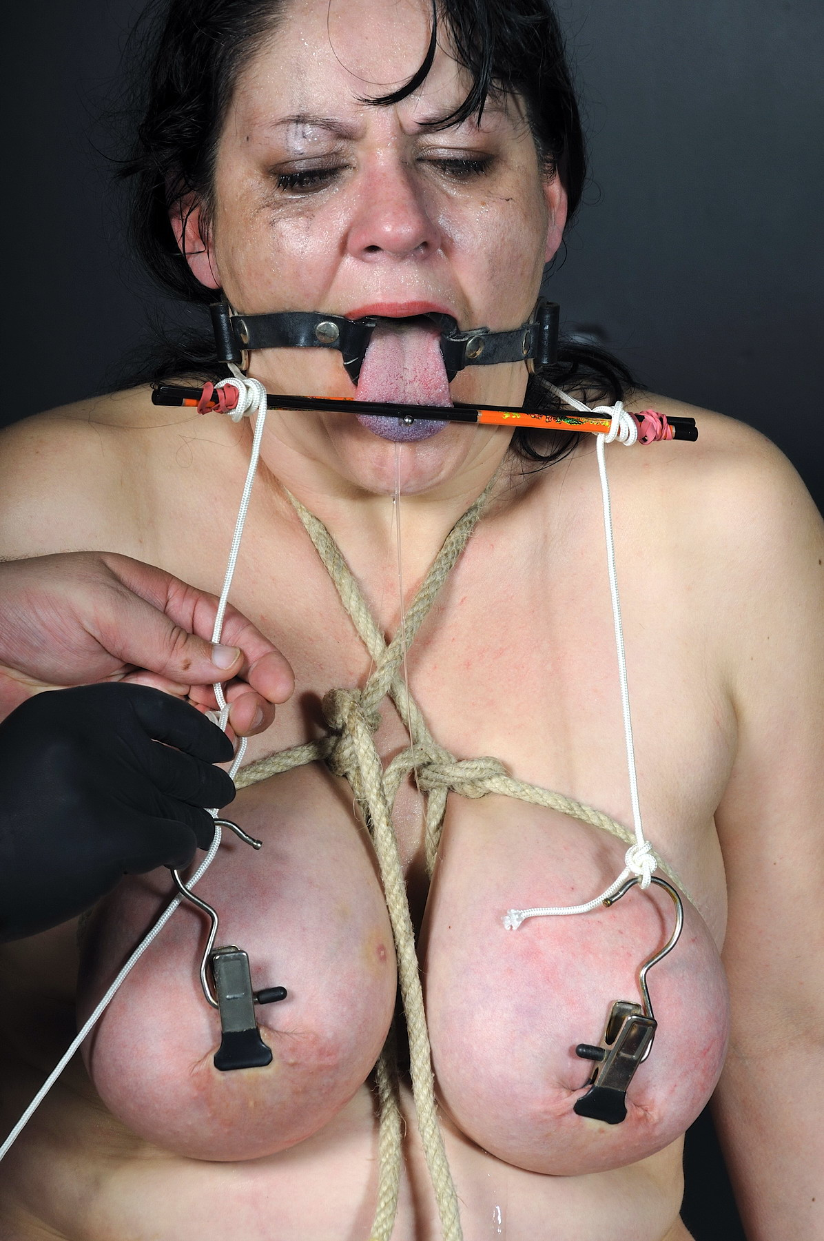 Essa morena Extreme lesbian slut slave domination shit