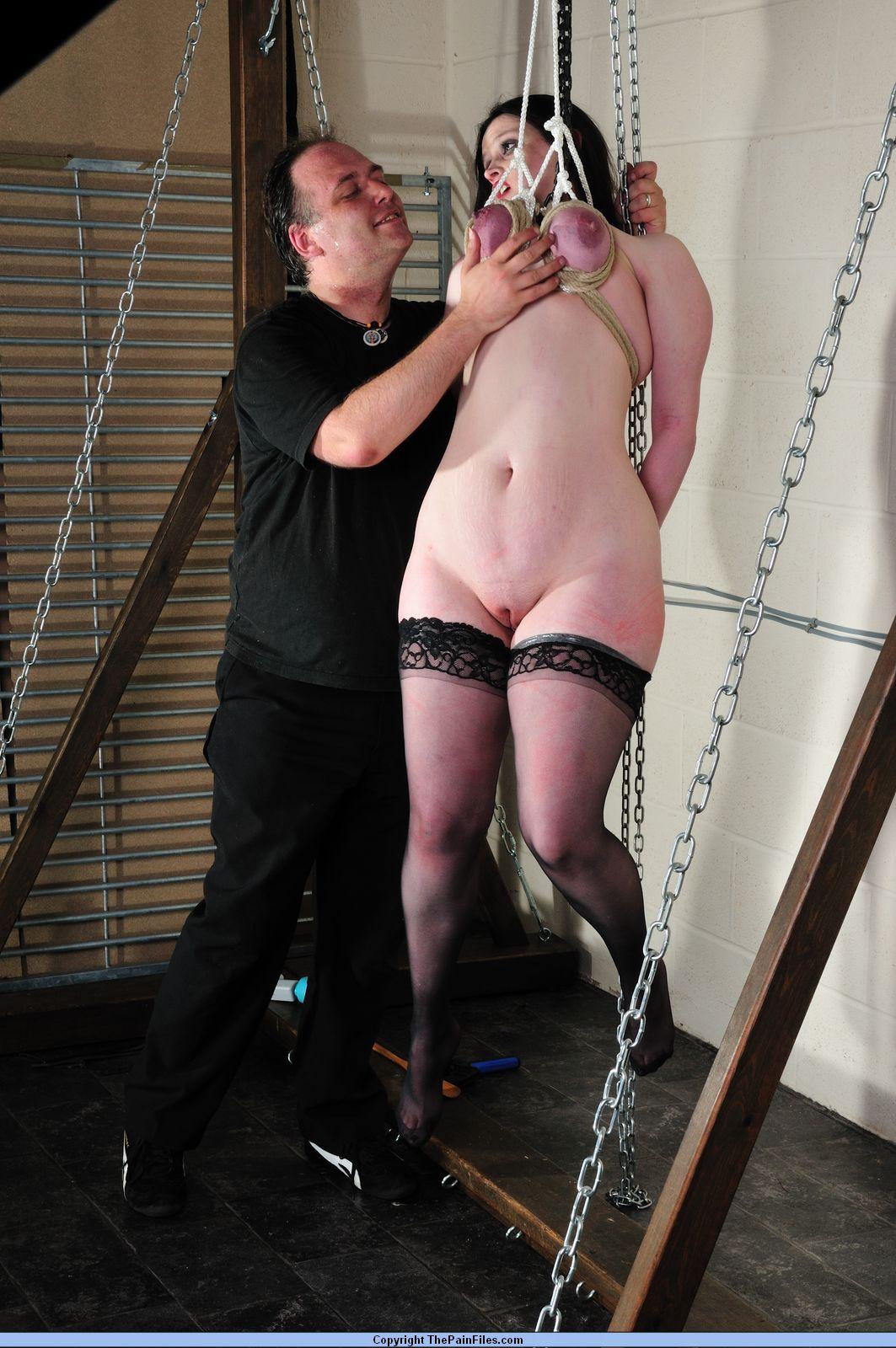 Жесткое порно подвешивание за груди фото 216-855