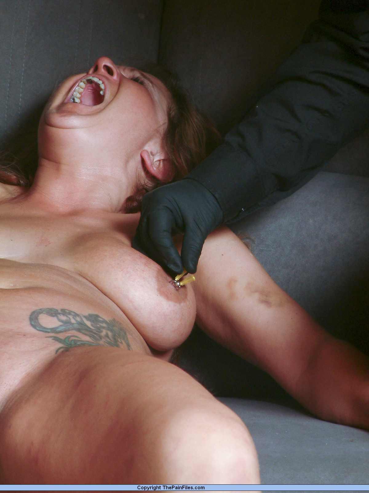 Пытки пизды иглами порно 6 фотография