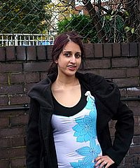 Indian public pissing and teen bracelet babe Zarina Massouds exhibitionist call of nature from UK Flashers