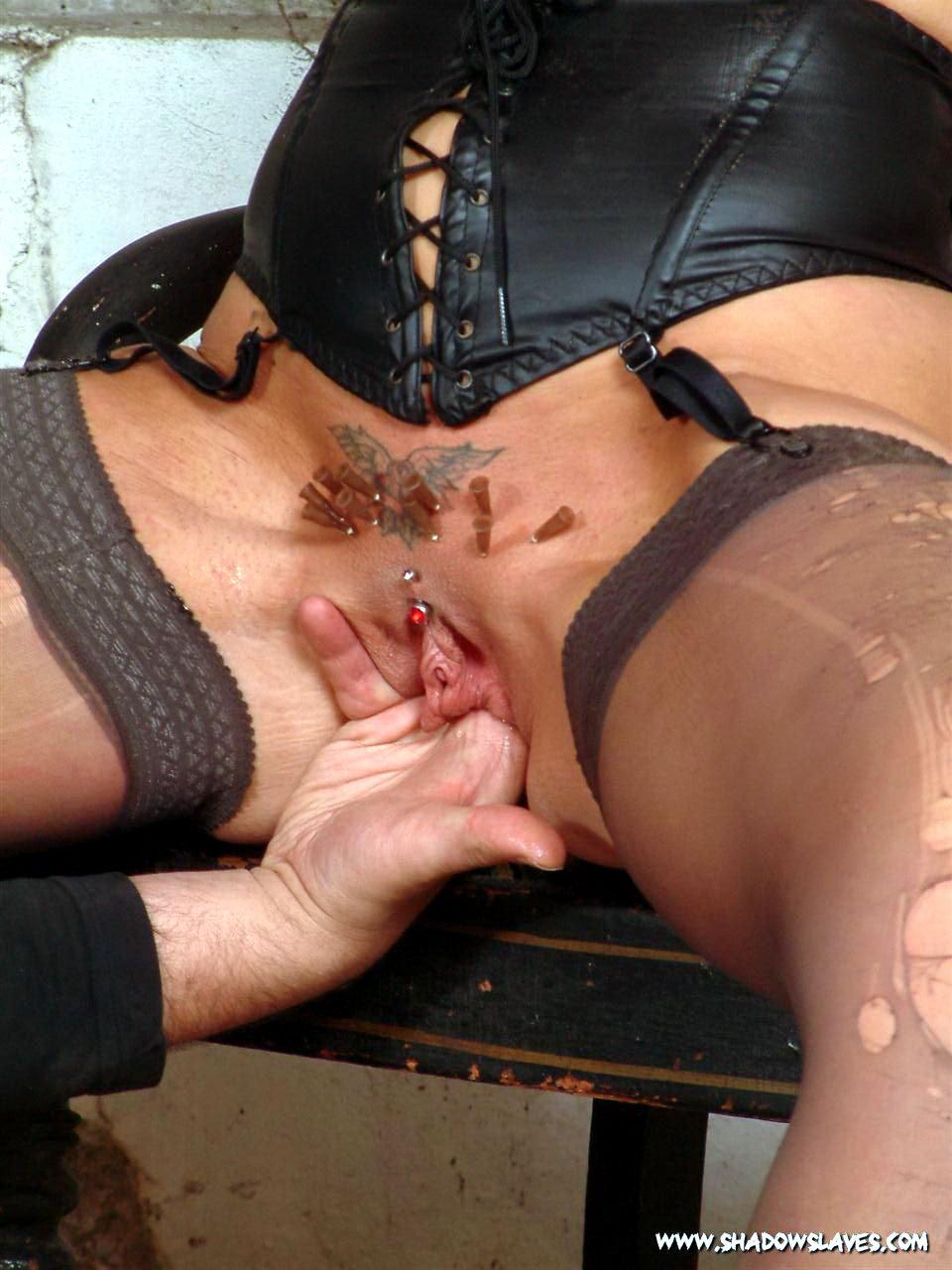 Пытка пизды рабыни 10 фотография