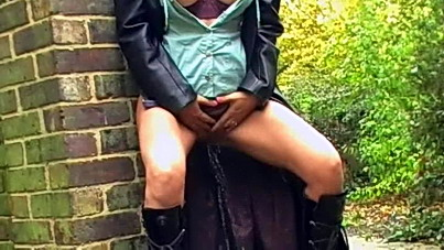 Public pissing milf Emma Louise flashing pussy and exhibitionist peeing outdoors of English amateur housewife in homemade Uk public nudity movies with British impish pisser Emma Louise from UK Flashers
