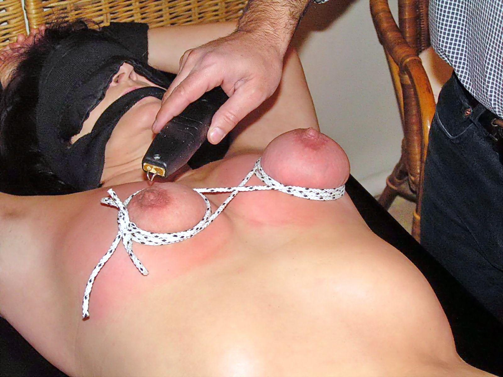 секс с электрошокером привязанной