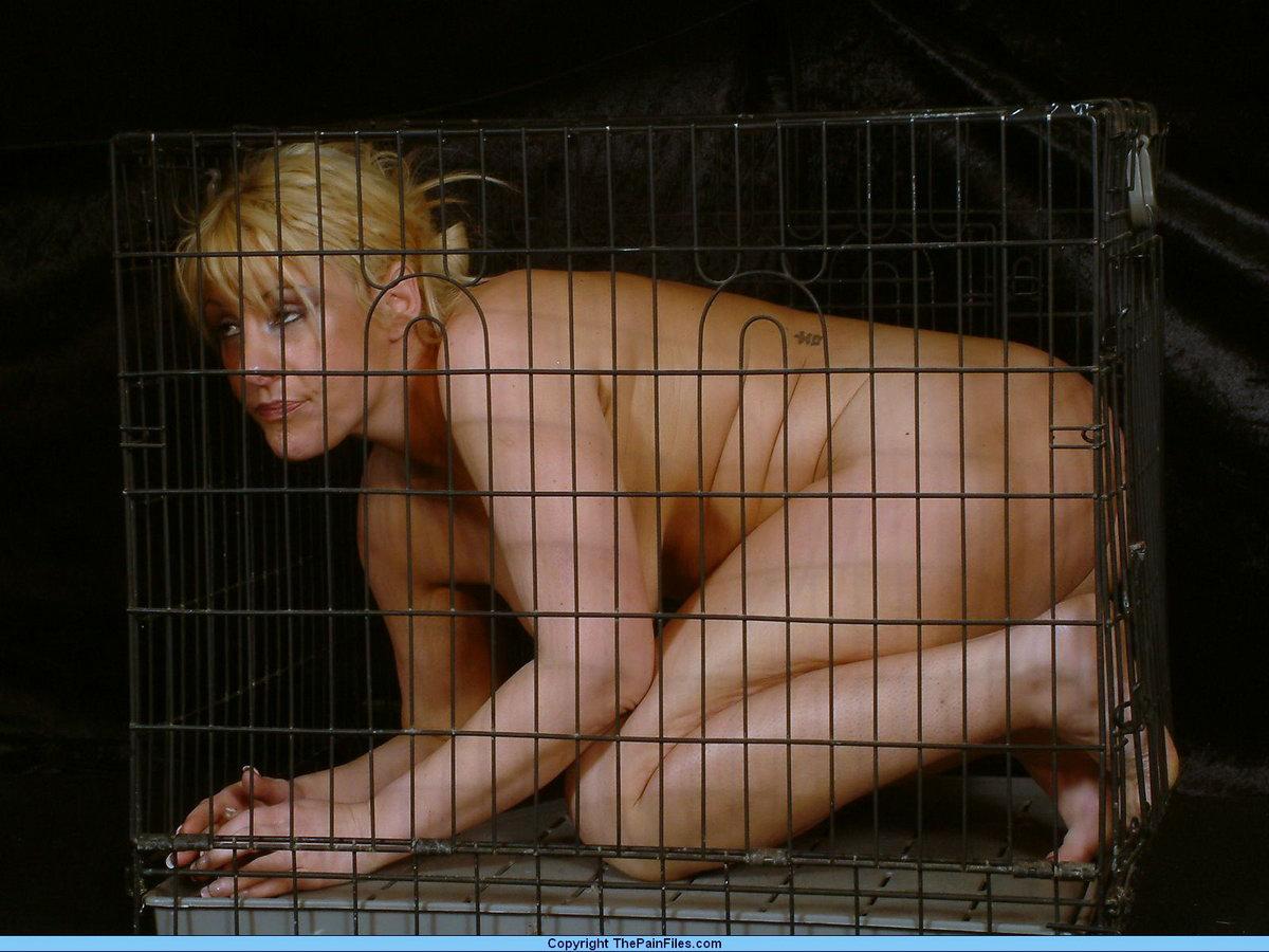 Посадили в клетку и трахнули 7 фотография