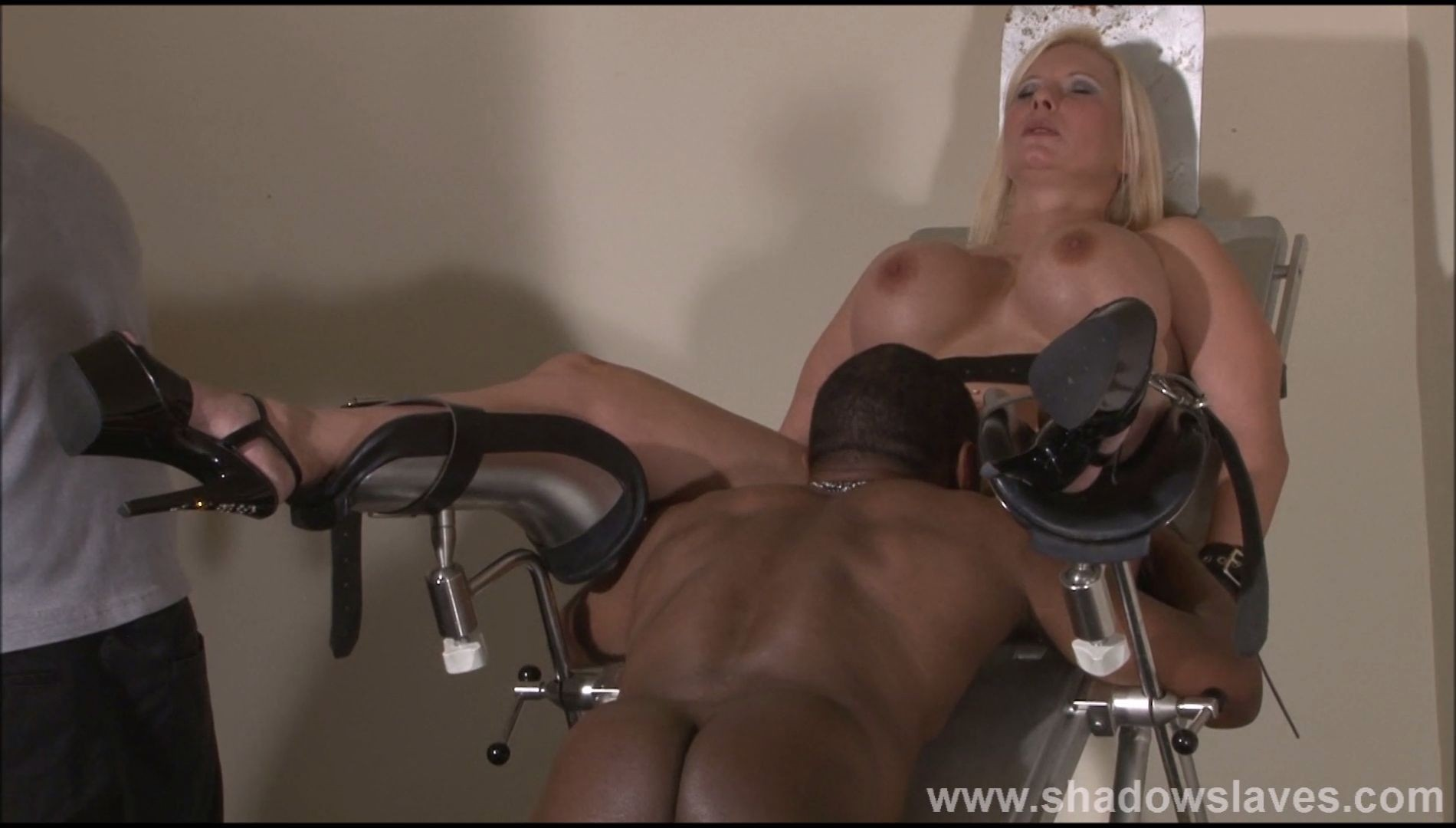 Kinky slave Melanie Moon in hard BDSM session at The Clinic